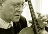 Après de longues études littéraires à Cologne (Allemagne), le violoncelliste Christian BONGERT achève sa formation musicale classique à la fin des années 1970. A la même époque, passionné par la musique contemporaine, il se tourne vers l'improvisation...