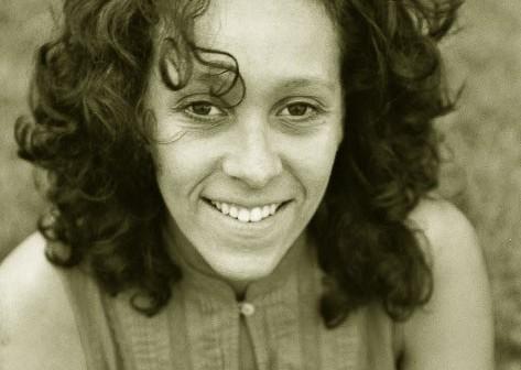 """Samirah Al-Amrie studierte Jazz- und Popgesang an der Hochschule für Musik """"Hanns Eisler"""" in Berlin und erhielt ein Stipendium an der Königlichen Musikhochschule Stockholm. Während ihres Studiums spezialisierte sie sich auf Loop- basierte Musik ..."""